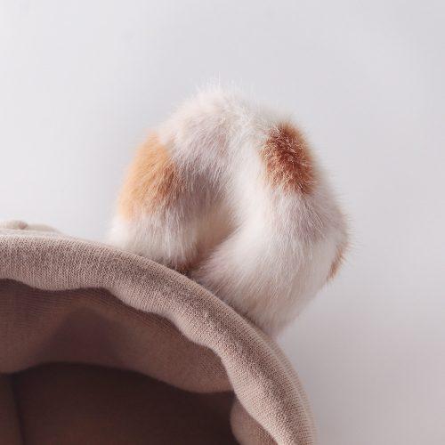 Conjunto de body tipo sudadera con capucha y orejas de pelito y pantalones. 5