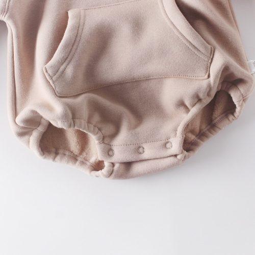 Conjunto de body tipo sudadera con capucha y orejas de pelito y pantalones. 4