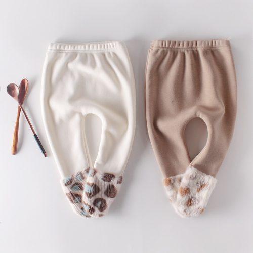 Conjunto de body tipo sudadera con capucha y orejas de pelito y pantalones. 2