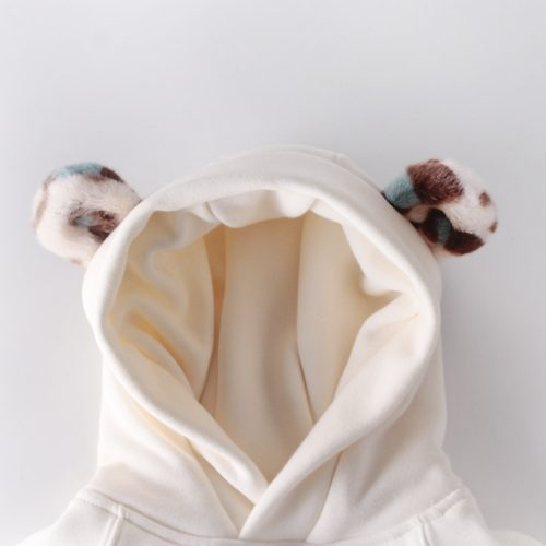 Conjunto de body tipo sudadera con capucha y orejas de pelito y pantalones. 3